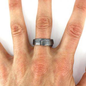 Wrap me up Ring-worn
